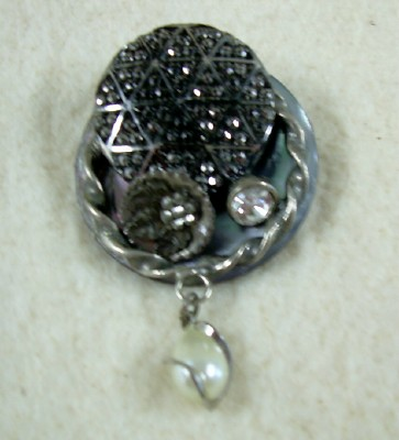 Button Brooch w/Pearl Drop