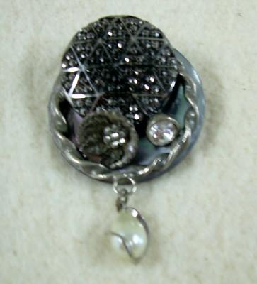 Button Brooch w/Pearl Drop